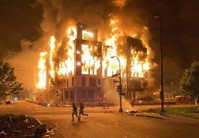 EEUU: un muerto, saqueos e incendios en protestas contra el racismo policial