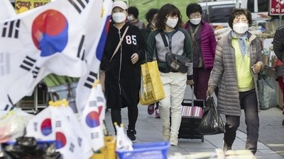 Un nuevo foco de contagios obliga a Seúl a volver a endurecer medidas de restricción sanitaria