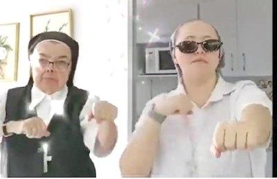 """Monjitas ojagarrapa con baile """"celestial"""""""