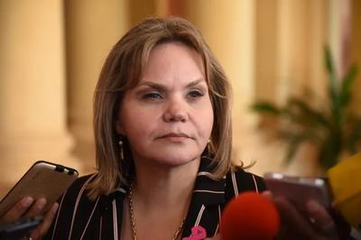 Lilian Samaniego comunica salida del país y posterior cuarentena