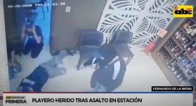 Balean a playero durante asalto