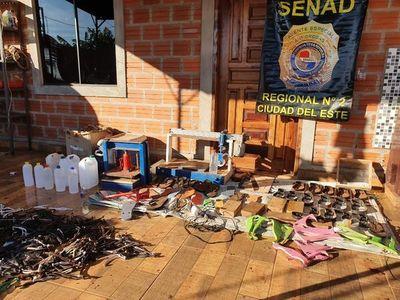 Cae hombre que traficaba cocaína oculta en  zapatillas