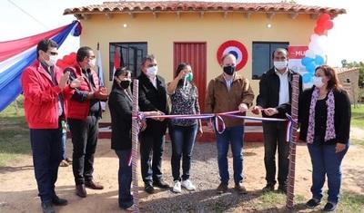 Ministerio de la Vivienda entrega llaves de 38 viviendas a familias de Tobatí
