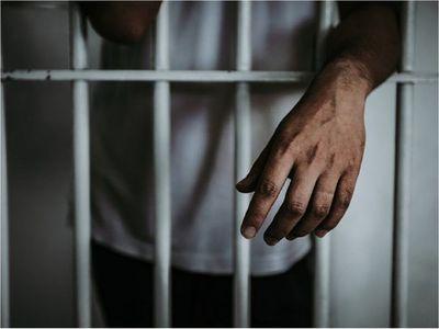 Adolescente, condenado a 6 años de cárcel tras crimen de su padrastro
