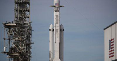 SpaceX: Hoy lanzaría su primer cohete tripulado