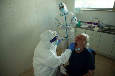 Cierran centro de salud y sede de Dinatran por casos de COVID