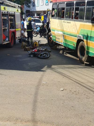 Motociclista se salvó luego de ser arrollado