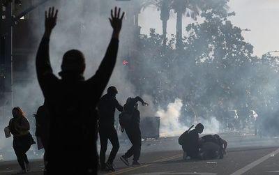 Los Ángeles entra en toque de queda mientras se mantienen los disturbios