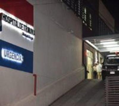 Niño baleado por policías lucha por su vida en Hospital del Trauma