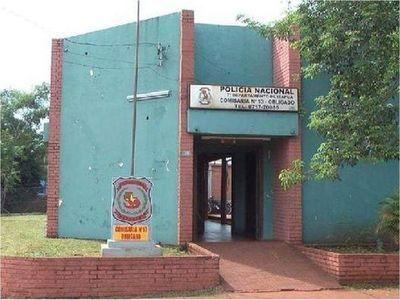 Policías reducen a abogado que presuntamente atropelló una comisaría en Obligado