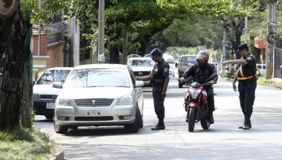 "HOY / Abogado reitera que barreras son ilegales: ""Vivimos en un estado policíaco"""