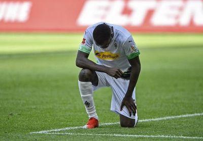 Thuram rinde homenaje y dedica un gol a George Floyd