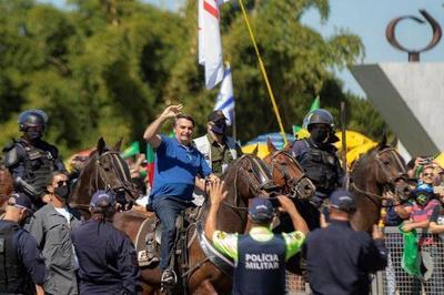 Bolsonaro se pasea a caballo entre miles de personas e ignora al Covid-19 – Prensa 5