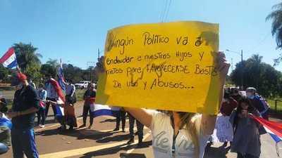 Sigue movilización ciudadana frente a la barrera de acceso a la Itaipú Binacional