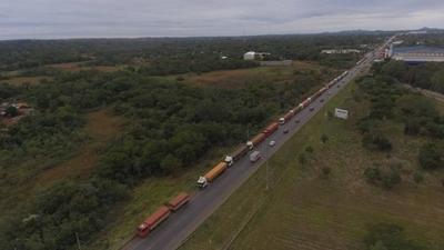 HOY / Camioneros piden subsidio para hacer cuarentena al ingresar al país