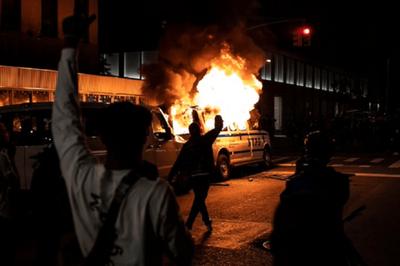 Policía de EEUU busca a un hombre que presuntamente ofreció dinero a los manifestantes para causar incidentes en las protestas