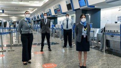 Aerolíneas Argentinas suspende a unos 7.500 trabajadores