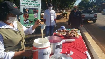 Alumnos suspendieron su colación y con lo recaudado producen alimentos para los necesitados