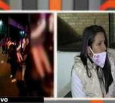 Mujer que ayudó a niño baleado por policías cuenta su testimonio