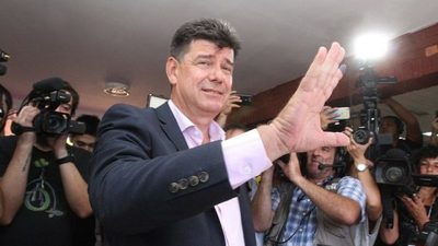 Tras ser imputado, Efraín Alegre se lava las manos
