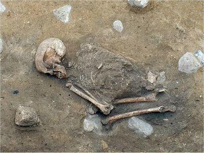 Hallan esqueleto de una mujer fallecida hace más de 4.000 años
