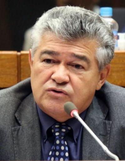 """Legislación modifica ley que """"recorta"""" privilegios públicos"""