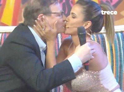 Un beso que le costó el doble a Martini