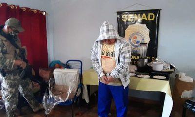 Imputan a hombre que traficaba cocaína en zapatillas