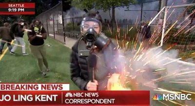 Reportera es alcanzada por granada durante protestas en EE.UU.