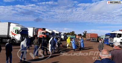 Camioneros son sometidos a prueba de Covid-19 y resultados estarán el viernes