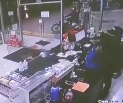 Violento delincuente tomó de rehén a una cajera en CDE