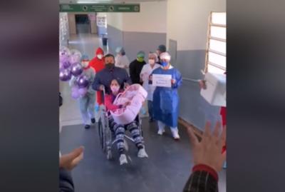¡Entre globos y mucha emoción! El momento en que una paciente recuperada vuelve a casa con su bebé en brazos
