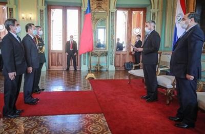 Presidente recibe cartas credenciales de varios embajadores