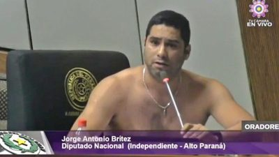 Diputado se sacó la camisa y se levantó sesión en Cámara Baja
