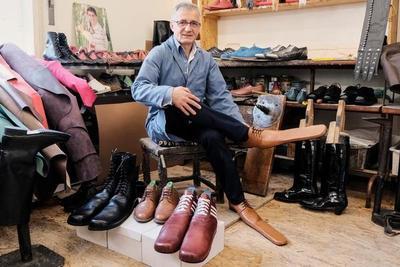 Inventan zapatos para mantener distanciamento social