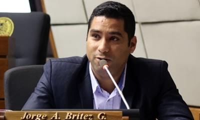 Diputado 'peló pecho' en plena sesión exigiendo trabajo para los paranaenses