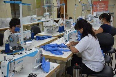 Confeccionistas aguardan acuerdo para provisión de batas médicas y asegurar 30.000 empleos