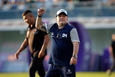 Maradona renueva con Gimnasia
