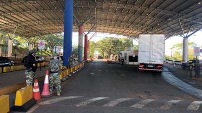 Más de 350 camioneros del Brasil cruzan la frontera cada día