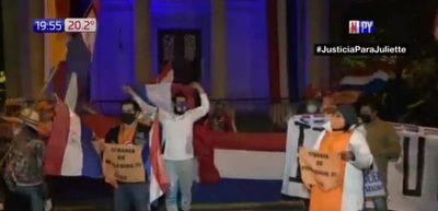 Aglomeración de personas en protesta contra la corrupción