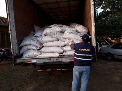 Incautan dos cargamentos de azúcar de contrabando