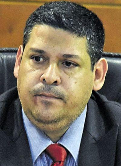 Condenado a 25 años de cárcel por abusar de niña
