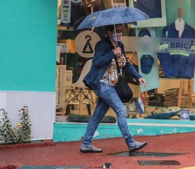 Jueves fresco con lluvias y tormentas eléctricas