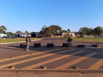 """Militares """"CERRARON"""" la frontera Pindoty Porá – Sete Quedas… pero precariamente"""