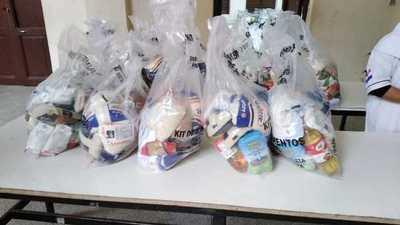 Entregan 517 kits de alimentos en el colegio Asunción Escalada