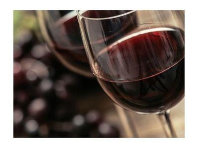 Niño de cuatro años tomó vino y sufrió un coma alcohólico