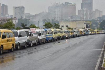 Caravana de transportes escolares en reclamo por falta de ayuda ante crisis – Prensa 5