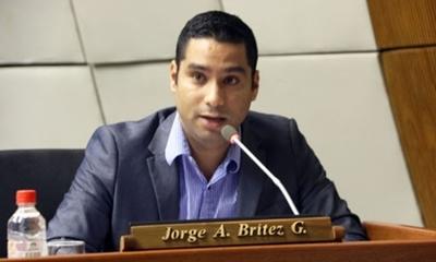 """""""Los pectorales"""" del diputado Brítez traspasaron la frontera"""