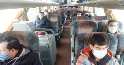 Unos 60 paraguayos retornan en bus desde Argentina