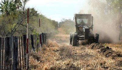Gobierno continua abriendo picadas en línea fronteriza con Bolivia